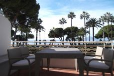 Beach front apartment in Cannes
