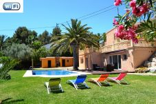 Villa with 3 rooms at 4 km from the beach