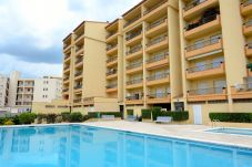 Apartment with swimming pool in Riells area