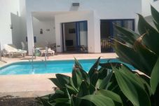 Villa in Playa Blanca at 400 m from the beach